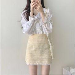 Leoom - Crochet Trim Ruffled Blouse / Fringed Mini A-Line Skirt