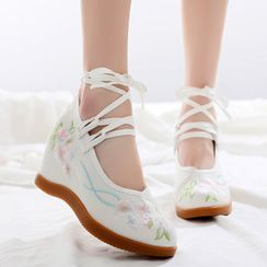 Kyotopia - Hidden Wedge Flower Embroidered Hanfu Shoes