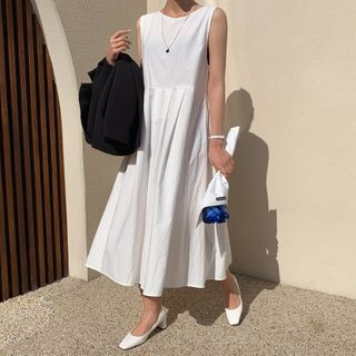 Envy Look - Sleeveless Button-Trim Maxi Dress