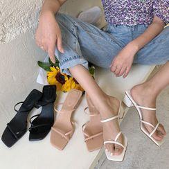 KICKOFF - Chunky-Heel Sandals