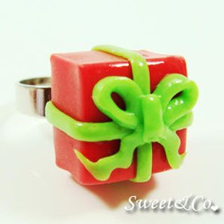 Sweet & Co. - Sweet Christmas Red Present Green Ribbon Silver Ring