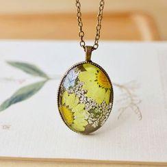 Nisen - Flower Resin Pendant Necklace