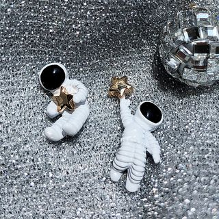 Dollu - Astronaut & Star Earrings