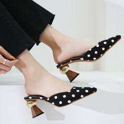 Yuki Yoru - Dotted Pointy Block Heel Mules