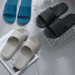 Ishanti - 字母浴室拖鞋