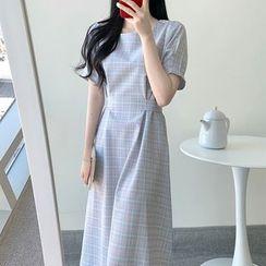 Leoom - Square-Neck Short-Sleeve Midi A-Line Plaid Dress