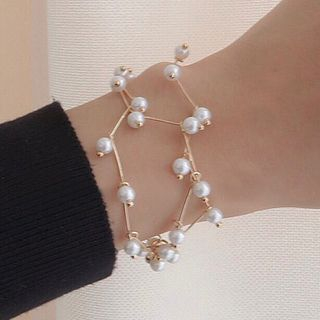 WBW - Faux-Pearl Bangle