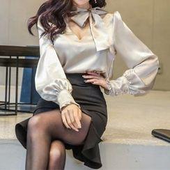Yilda - Set: Tie-Neck Cutout Blouse + Ruffled Skirt