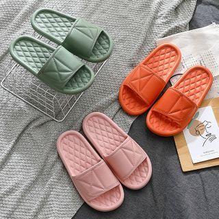 Ishanti - 纯色浴室拖鞋