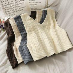 Lemongrass(レモングラス) - Cropped V-Neck Cable-Knit Vest