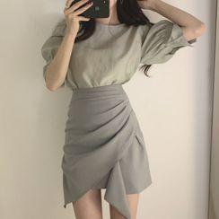 Czarine - 饰钮扣泡泡袖衬衫 / 不规则下襬迷你A字裙