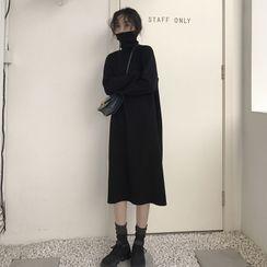 Closette - Turtleneck Midi Sweater Dress