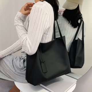 NewTown - Set: Faux Leather Tote Bag + Pouch