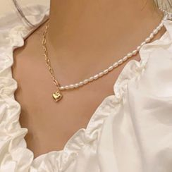 Calypso(カリプソ) - Asymmetric Alloy Heart Pendant  Freshwater Pearl Necklace