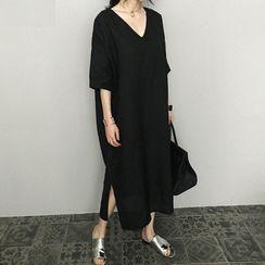 Finlo - Elbow-Sleeve Midi Shift Dress
