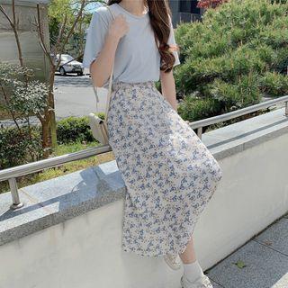 Leoom - Short-Sleeve T-Shirt / Floral Print Midi A-Line Skirt