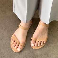 FROMBEGINNING - Toe-Loop Strappy Flip-Flops