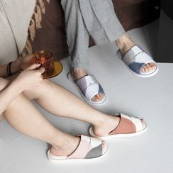 MOREOVER - Lettering Colour Block Home Slippers