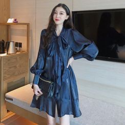 Lushii - Bow Accent Long-Sleeve Shift Dress