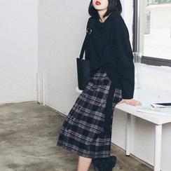 Vanci - Set: Tie-Waist Sweatshirt + Button-Front Plaid Midi Skirt