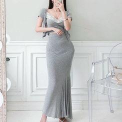 Cassidy - 套装: 短袖饰钮扣针织上衣 + 细肩带蕾丝边上衣 + 长鱼尾连衣裙