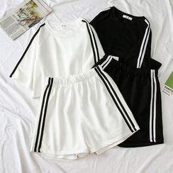 Oolun - 套装: 中袖侧条纹T裇 + 运动短裤