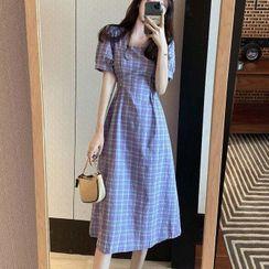 Puntino(パンチーノ) - Short-Sleeve Plaid Midi A-Line Dress / Camisole Top