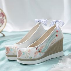 Kyotopia - Embroidered Lace-Up Wedge Heel Hanfu Shoes