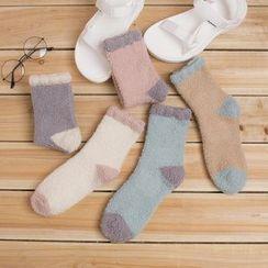 Cloud Femme - Color Block Fuzzy Socks
