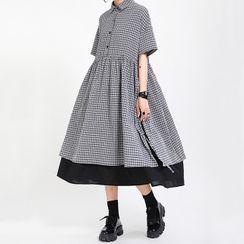 Ultra Modern - Plaid Short-Sleeve Midi A-Line Dress