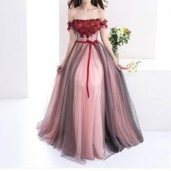 Amanti - Kurzes Off-Shoulder-Ballkleid mit Blumen-Verzierung / Leicht ausgestelltes Abendkleid