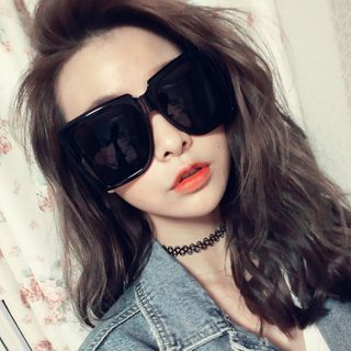 MOL Girl - Oversize Square Frame Sunglasses