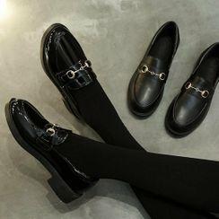 RE: 5 - 饰扣厚底乐福鞋