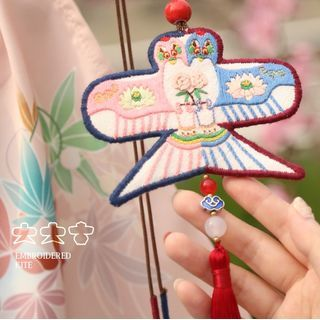 Embroidery Kingdom - Animal Kite Amulet DIY Embroidery Kit