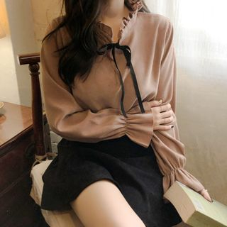 Leoom - Bow Accent Bell-Sleeve Blouse
