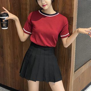 Robynn - Pleated Skirt / Short-Sleeve T-Shirt