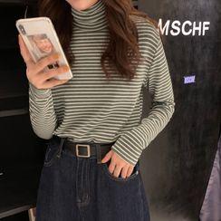 Closette - Long-Sleeve Turtleneck Striped T-Shirt