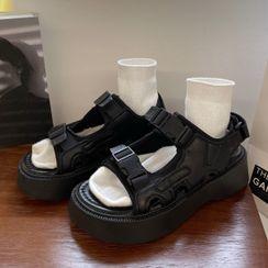 RevaBev - 厚底饰扣凉鞋