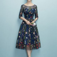 Rosita - Floral Embroidery Elbow-Sleeve Cocktail Dress