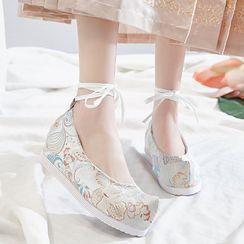 Kyotopia - 刺繡繫帶內增高鞋跟漢服鞋