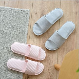 Ishanti - 浴室拖鞋