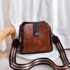 Aquilegia(アクィレジア) - Wide Strap Crossbody Bag