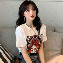 Ashlee - Short-Sleeve Fortune Cat Print T-Shirt