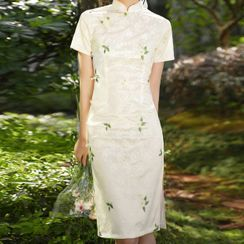Luxury Style - Short-Sleeve Lace Qipao