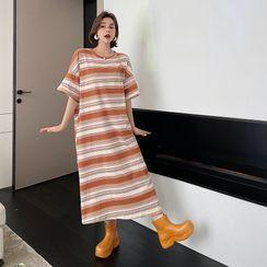 Clover Dream - Maternity Short-Sleeve Striped Midi A-Line Dress