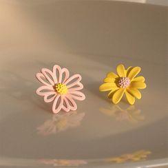 True Glam - Non-Matching Flower Stud Earring