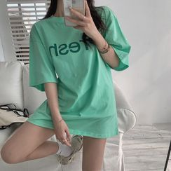 Flowerisque - Elbow-Sleeve Lettering T-Shirt