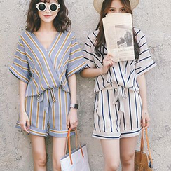 Ashlee - Set: Striped V-Neck Blouse + Shorts