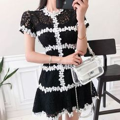 Aurora - 套装: 短袖迷你蕾丝连衣裙 + 细肩带连衣裙