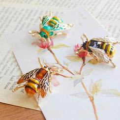Nisen - Bug Brooch